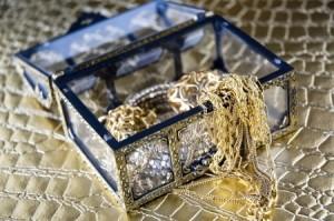 Emas perhiasan tidak sesuai dijadikan untuk pelaburan emas kerana nilai spread yang terlalu tinggi.
