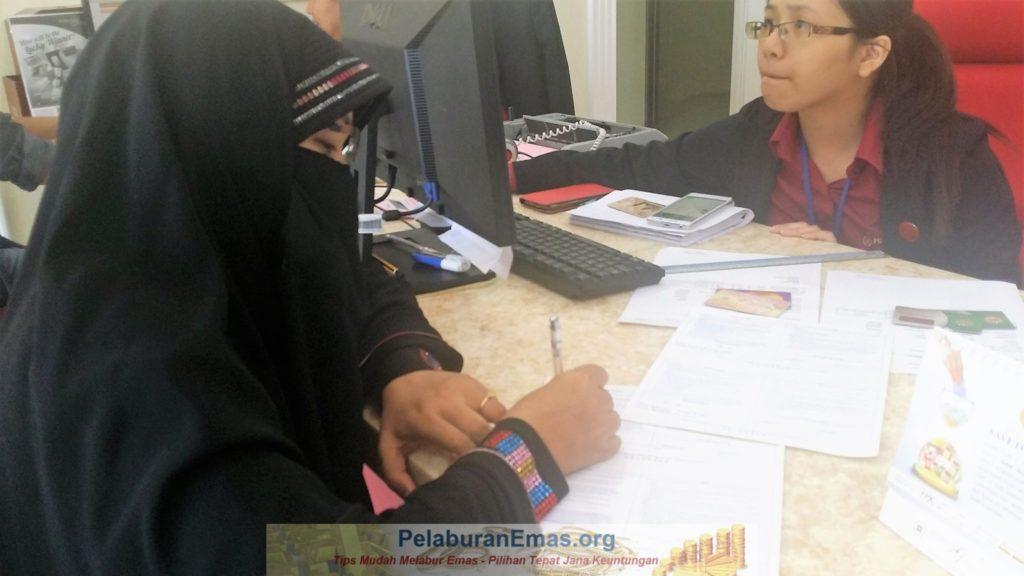 Tandatangan surat pajak gadai Ar-Rahnu